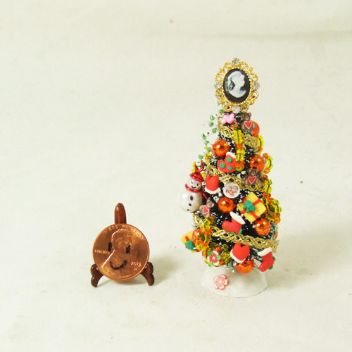"Dollhouse Xmas Tree #22 1/24 or 1/48 - 2 3/4"" tall"