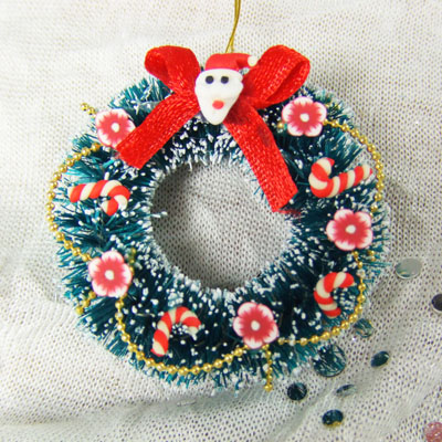 "Tradition Christmas Wreath - 1"" scale dollhouse or Room Box"